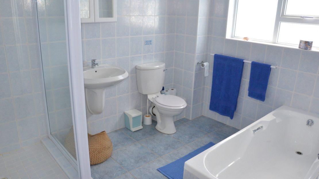4 Bedroom Blue Horizon Bay House Blue Bathroom