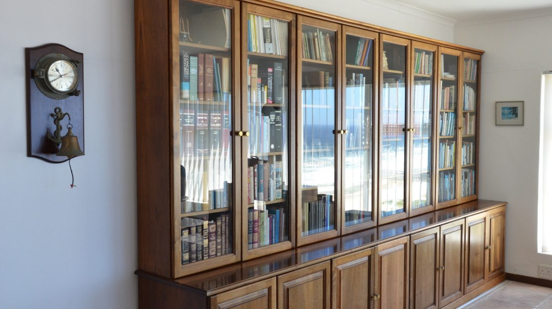 4 Bedroom Blue Horizon Bay House Bookcase in Study