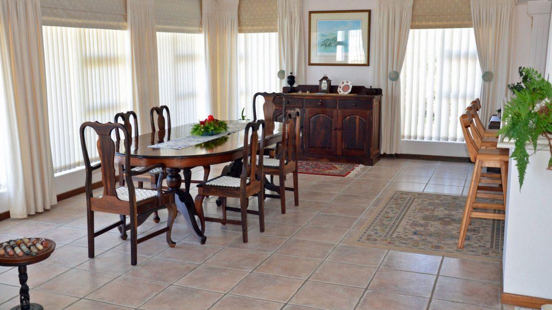 4 Bedroom Blue Horizon Bay House Dining Room