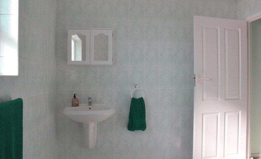 4 Bedroom Blue Horizon Bay House Green Bathroom