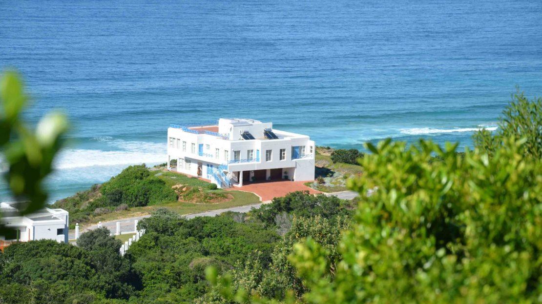 4 Bedroom Blue Horizon Bay House House from Main Road