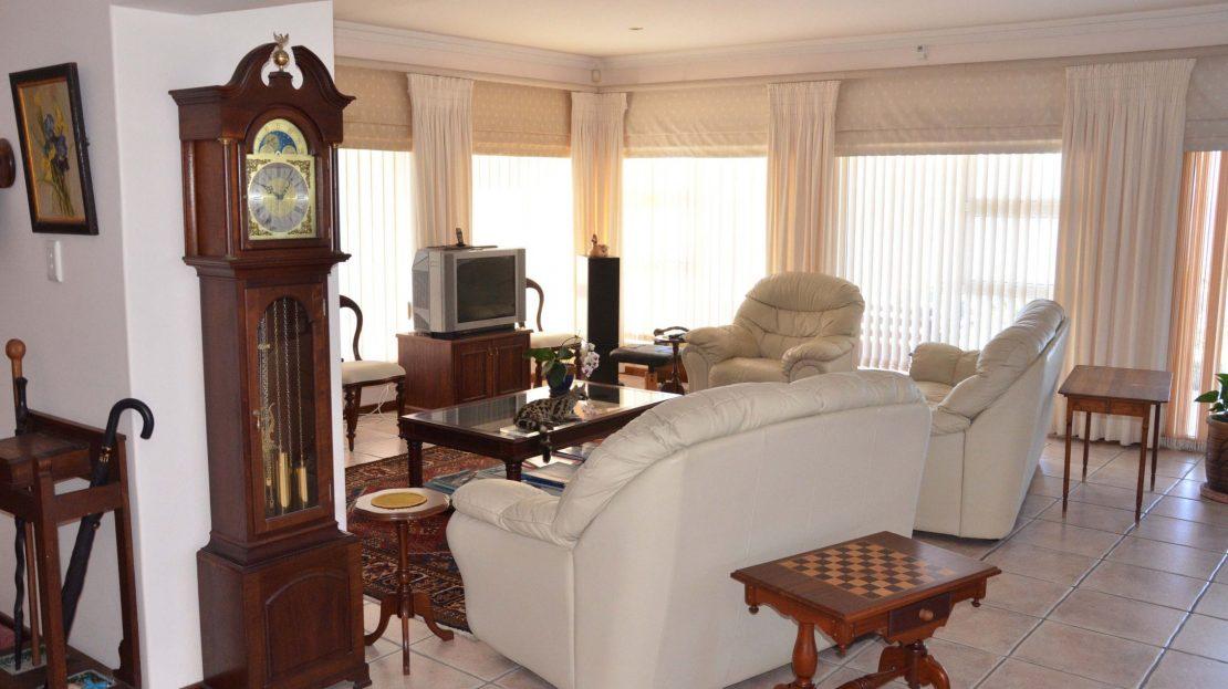 4 Bedroom Blue Horizon Bay House Lounge