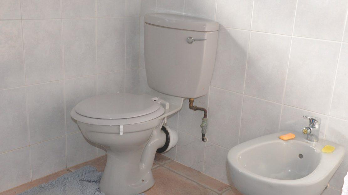 4 Bedroom Blue Horizon Bay House Master Toilet