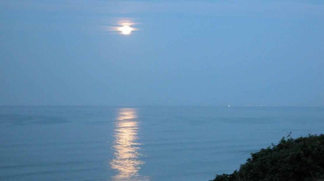 4 Bedroom Blue Horizon Bay House Moonset