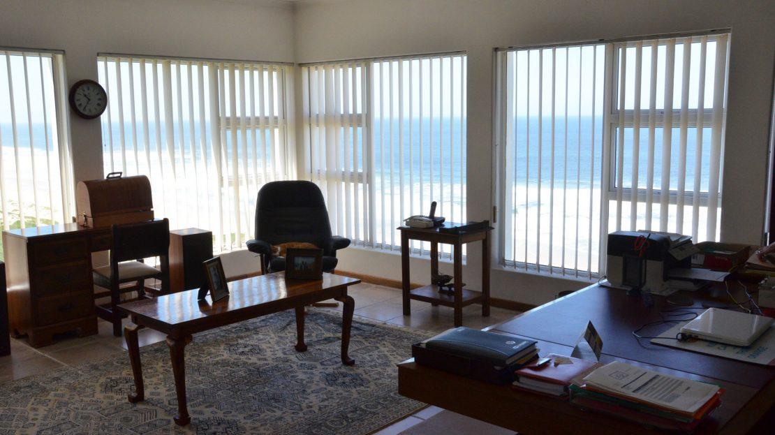 4 Bedroom Blue Horizon Bay House Spacious Study