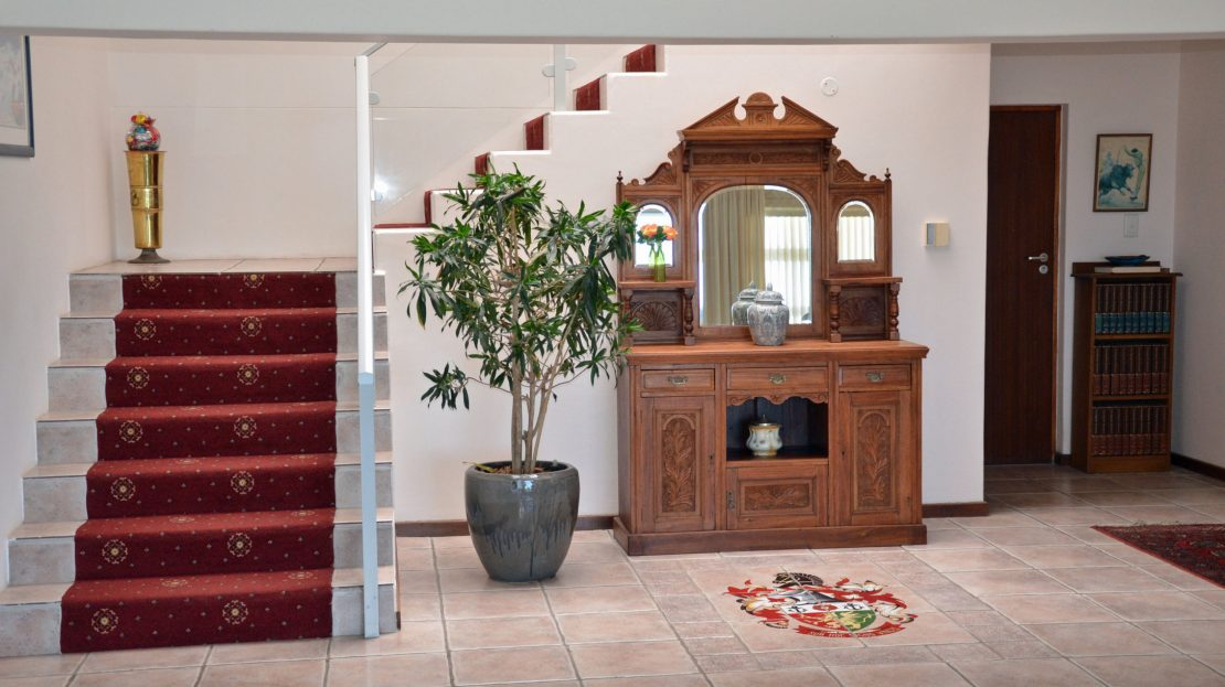 4 Bedroom Blue Horizon Bay House Stairs & Dresser