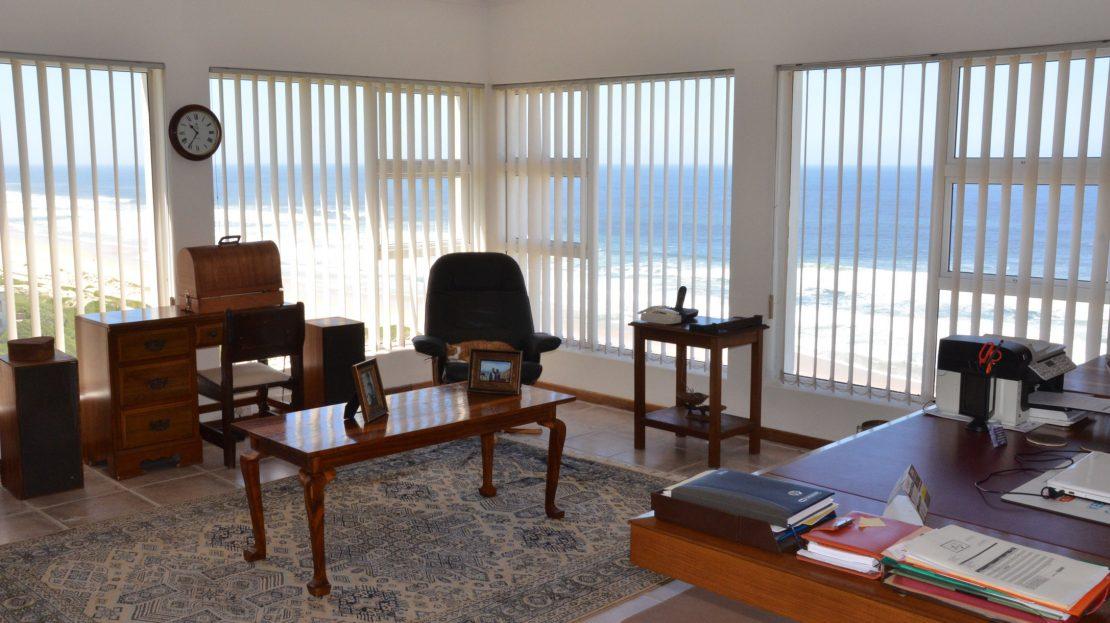 4 Bedroom Blue Horizon Bay House Study