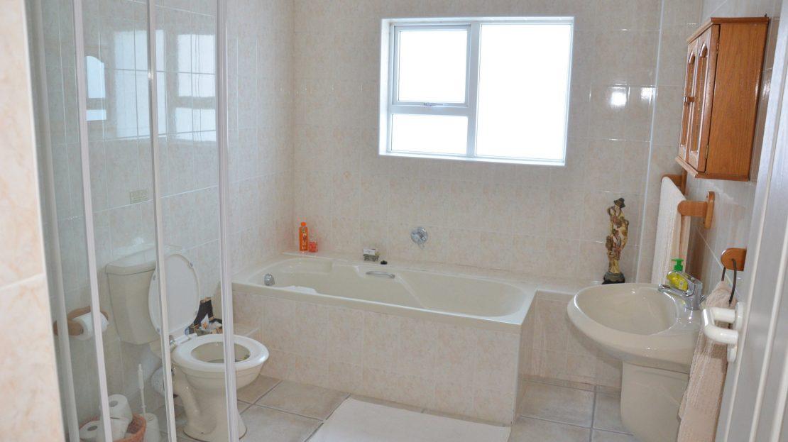 4 Bedroom Blue Horizon Bay House Suite Bathroom