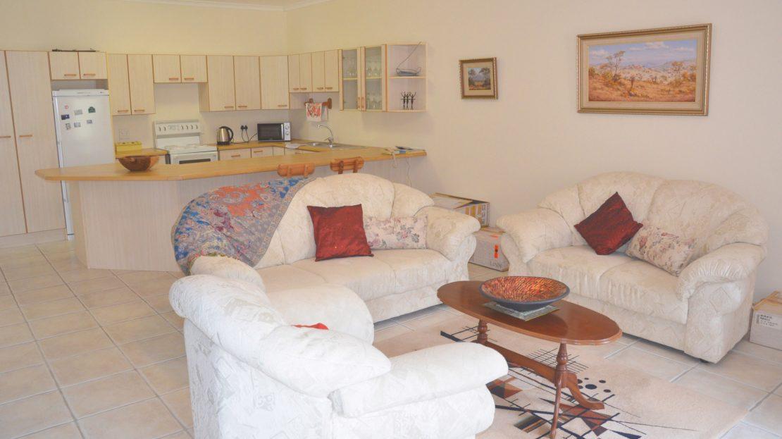 4 Bedroom Blue Horizon Bay House Suite Lounge & Kitchen