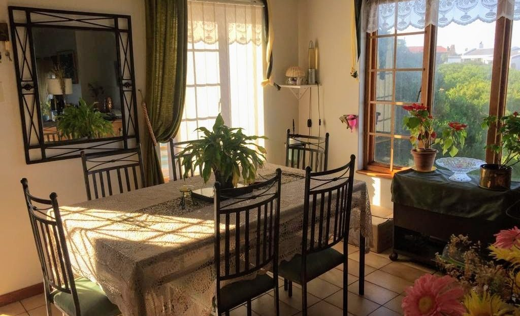 3 Bedroom Hyacinth Road House Dining Room