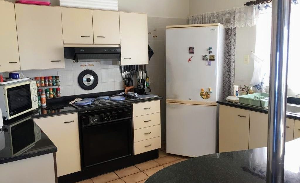 3 Bedroom Hyacinth Road House Kitchen