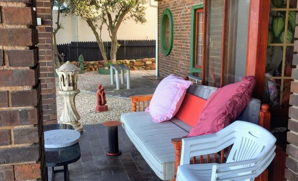 3 Bedroom Hyacinth Road House Outdoor Seating