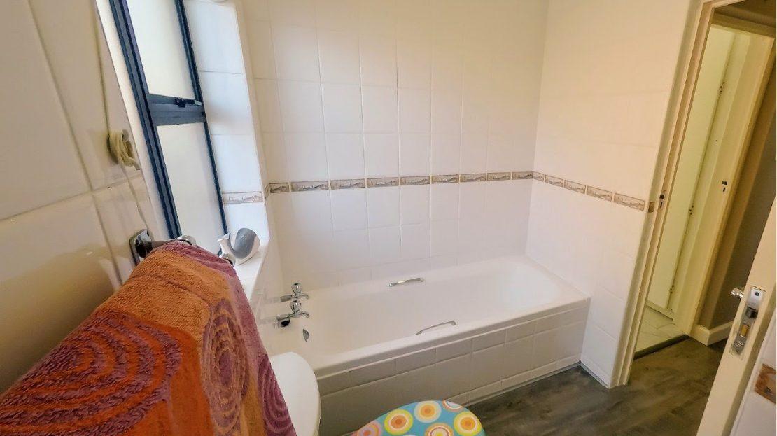 4 Bedroom House Hyacinth Road Bathroom