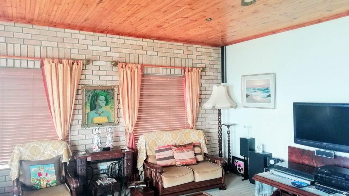 5 Bedroom Daffodil Street House Lounge
