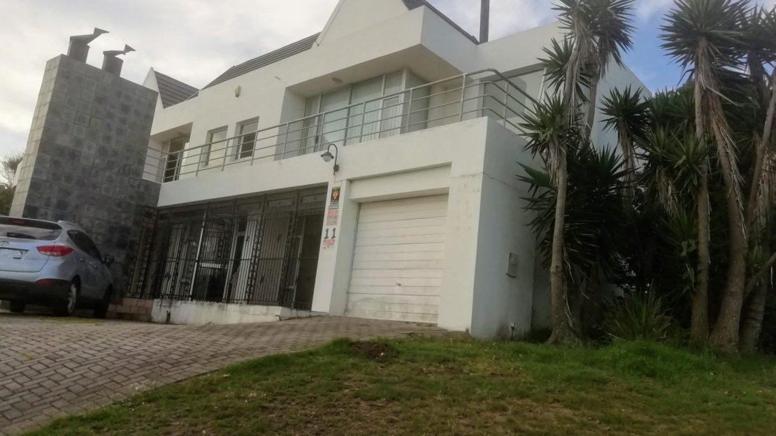 Dahlia Street House For Sale Driveway
